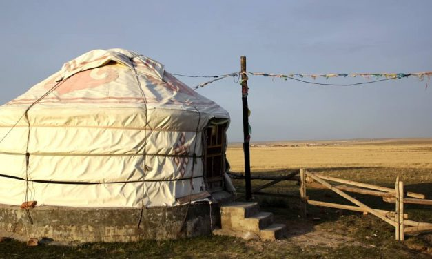 Inner Mongolia Grassland Tour – Escape the city into a Mongolian Yurt
