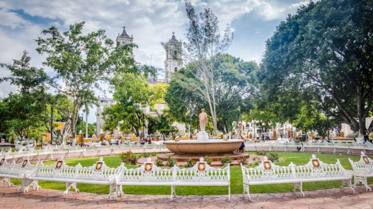 Fountain and main plaza - Valladolid, Mexico