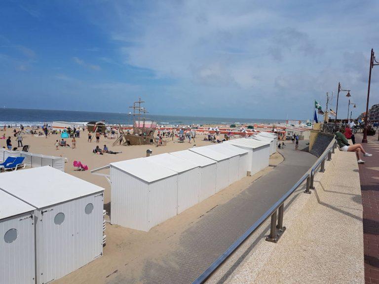 De Haan strand en dijk